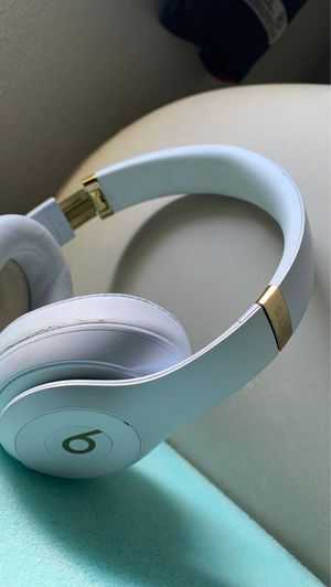 Beats studio 3s wireless for Sale in Willoughby, OH