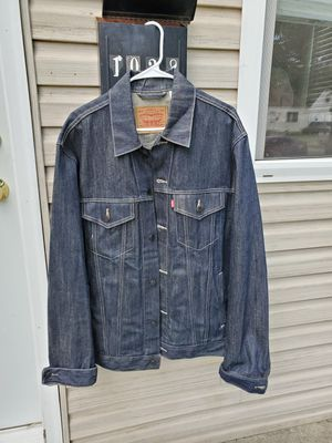 Levis xl jean jacket like new for Sale in Columbus, OH