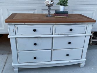 Dresser/buffet/tv Stand for Sale in Nampa,  ID