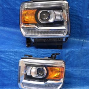 ✅ 2014-2019 Gmc Sierra Headlights Original Perfect Shape for Sale in Hollywood, FL