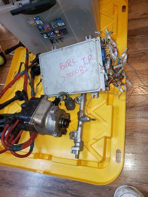 Partes para acura type r computadora distribuidor y tengo el cableado Riel de los injectores acura b18 type r for Sale in Los Angeles, CA