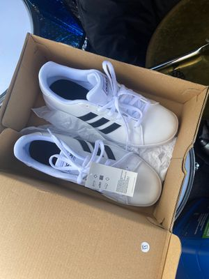Adidas shoes Size 5 for Sale in Miami, FL