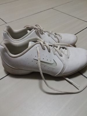 Size 7 and 1/2 Nike shoe for Sale in Hamtramck, MI