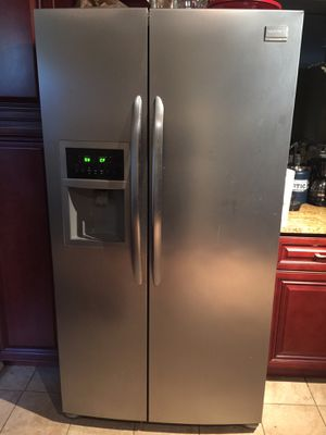Frigidaire Gallery refrigerator for Sale in Laurel, MD