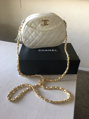 Vintage CHANEL Authentic White Leather Shoulder Hand Bag for Sale in Los Angeles, CA