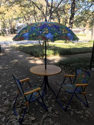 Kids umbrella table & 2 chairs for Sale in Arlington, TX