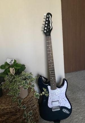 Electric guitar! Comes with amp System and carry along bag. for Sale in Westerville, OH