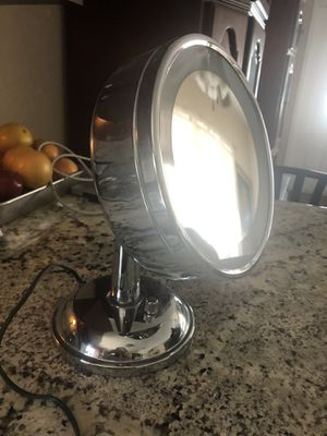 Magnifying vanity mirror for Sale in Pembroke Pines, FL