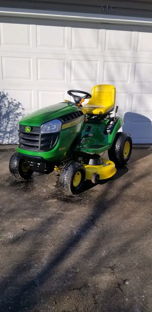 "John deer D120 Garden Tractor 42"" Deck. 21 HP Briggs Engine. 45 Hour's for Sale in Bolingbrook, IL"
