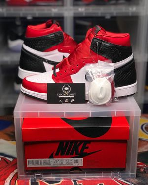 LOOKING FOR Jordan Satin Snake Chicago sz11W (Mens 9.5) for Sale in Miami, FL