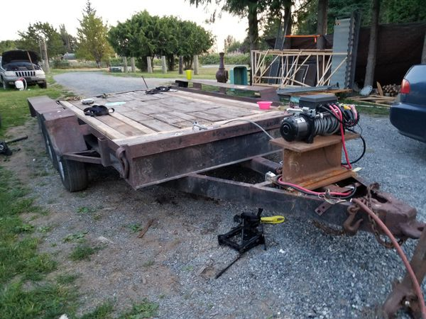 Heavy heavy duty triple axle trailer