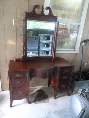 AWESOME VINTAGE, ANTIQUE DUNCAN PHYFE VANITY W/ MIRROR. THANKS AGAIN, JIMMY for Sale in Waxahachie, TX