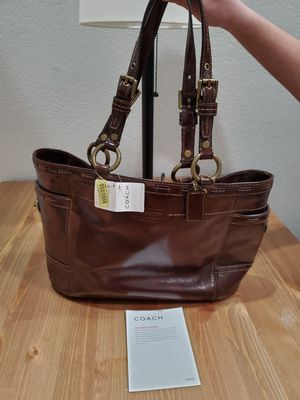 Brand new with tags Coach patent leather gallery tote for Sale in Irving, TX