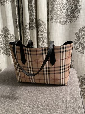 NWT Authentic Burberry Reversible Tote for Sale in Downers Grove, IL