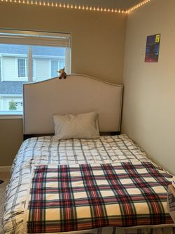 Queen Bedframe for Sale in Tacoma,  WA