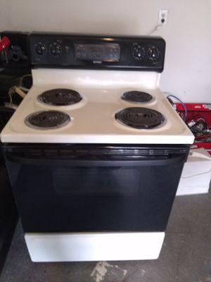 Estufa. Electrica buenas condiciones for Sale in Hartford, CT