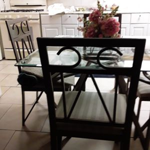 4piece Glass Table Set for Sale in Dearborn Heights, MI