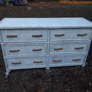 Wicker 6 drawer dresser for Sale in Huntington, TX