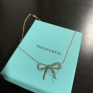 Tiffany & Co Twist Bow Necklace for Sale in West Hollywood, CA