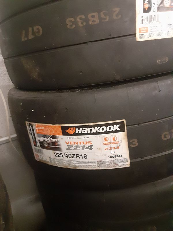 Hanckook. racing slicks 225/40zr18 brand new set a form never hit the ground still in the rapper