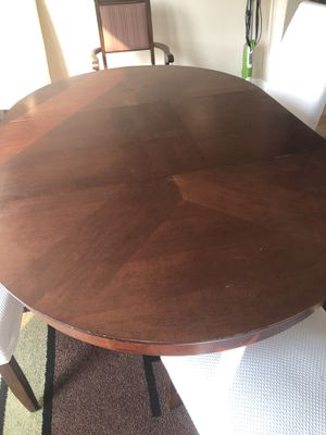 Extentable round dining table for Sale in Irvine, CA