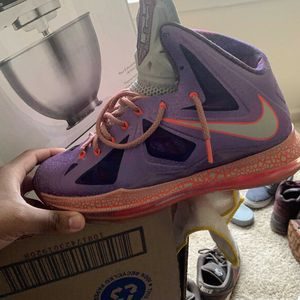 AREA 72 Lebron 10 Size 9.5 8/10 Condition for Sale in Columbia, MD