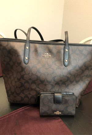 Coach purse & wallet for Sale in Arlington, TX