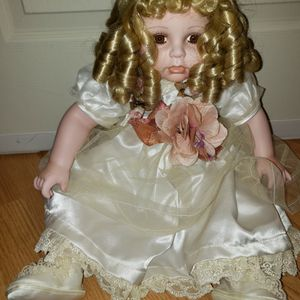 Duck House Heirloom Porcelain Doll - Limited Edition #0090/5,000 $ for Sale in Chambersburg, PA