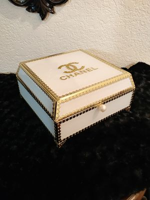 Beautiful box decor for Sale in Wilsonville, OR