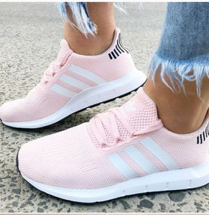 Adidas Swift Run Icey Pink Cloud White for Sale in Orion charter Township, MI