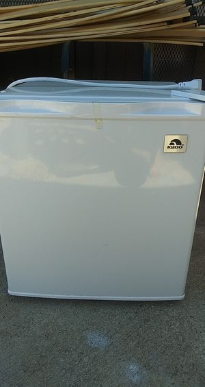 Igloo mini fridge for Sale in Santa Maria, CA