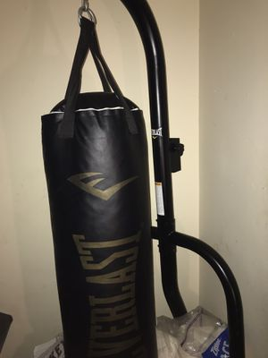 Punching bag with stand and speed bag brand new for Sale in Jackson, TN