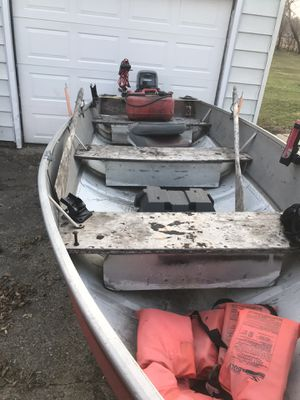 14' v bottom fishing boat for Sale in Pleasant Hill, IA