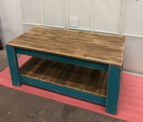 Coffee table L39.5. x W20 x. H18 for Sale in Las Vegas,  NV