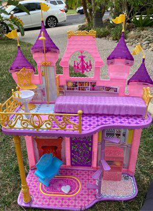 Free Disney Barbie House for Sale in Brentwood, CA