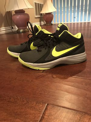 Men's 8.5 Nike basketball shoes for Sale in Carrollton, TX