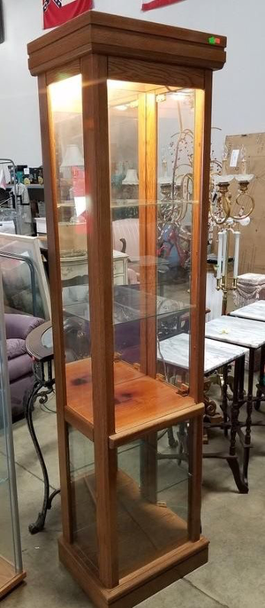 Nice Lighted Mirrored Back Curio Cabinet - Delivery Available for Sale in Tacoma, WA