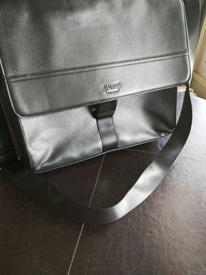 Brand New Guess messenger bag for Sale in Hemet, CA