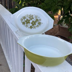 VINTAGE 'CRAZY DAISY' OVAL CASSEROLE DISH for Sale in Carlsbad, CA