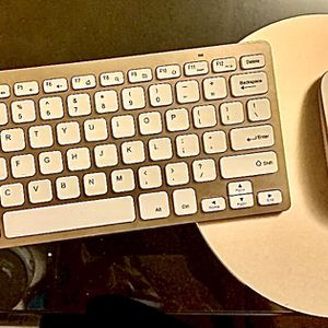 Rose Gold Wireless Keyboard, Mouse, And Rose Gold Plated Mouse Pad for Sale in Elmont, NY