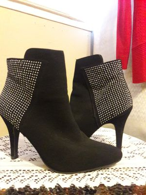 """ME TOO"" LADIES HIGH HEEL DRESS ANKLE BOOTIES/SILVER STUD ACCENTS for Sale in Anaheim, CA"