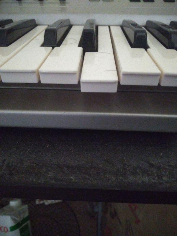 Yamaha CS6x Synthesizer, works good, very well used, one soft key.