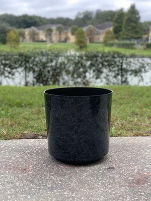 Plastic plant pot for Sale in Winter Garden, FL