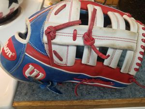 Wilson A2000 12 3/4. Outfielder or softball glove. Used one season for Sale in Tacoma, WA