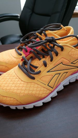 Women s Reebok shoes size 6 for Sale in Shorewood ec8e8bf43