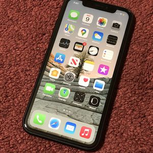 iPhone 📲 Xr 64GB Factory Unlocked Like New for Sale in Silverado, CA