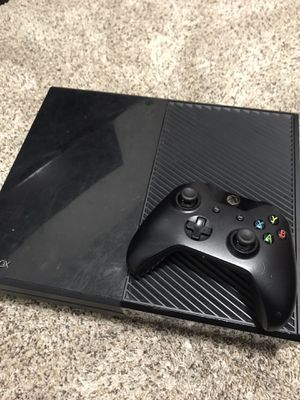Xbox one with controller for Sale in Tacoma, WA