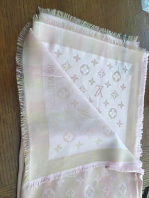 Louis Vuitton Scarf/Shawl Pink new with tag for Sale in Pico Rivera, CA