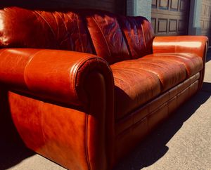 Beautiful top quality leather couch L88xH73/20xD38 inch for Sale in Chandler, AZ