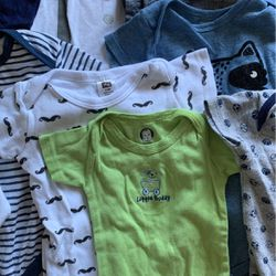 3M/ 3-6M/ 6M Baby clothes, Bibs, Beanies, Towels, Blankets. for Sale in Sherwood,  OR